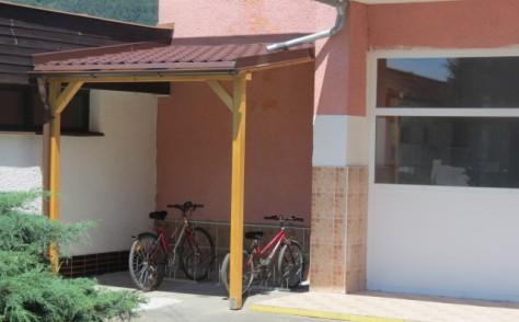 stojany na bicykle pre ¸iakov ¨koly